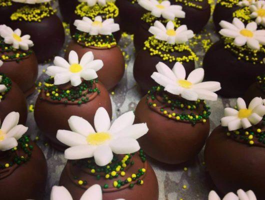 Dark chocolate daisy truffles